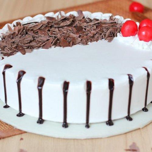 https://media.bakingo.com/sites/default/files/styles/product_image/public/black-forest-round-shaped-cake-2-cake0623blac-C.jpg?tr=h-500,w-500