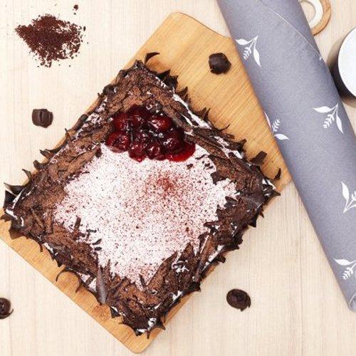 https://media.bakingo.com/sites/default/files/styles/product_image/public/black-forest-vegan-cake-cake1498blac-C.jpg?tr=h-500,w-500
