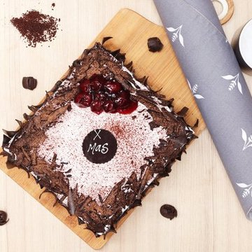 https://media.bakingo.com/sites/default/files/styles/product_image/public/black-forest-vegan-cake-cake920blac-C_1.jpg?tr=h-360,w-360