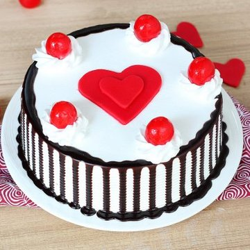https://media.bakingo.com/sites/default/files/styles/product_image/public/black-forest-with-heart-cake-in-delhi-cake0875flav-a.jpg?tr=h-360,w-360