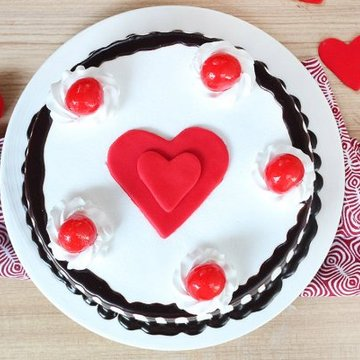 https://media.bakingo.com/sites/default/files/styles/product_image/public/black-forest-with-heart-cake-in-delhi-cake0875flav-b.jpg?tr=h-360,w-360