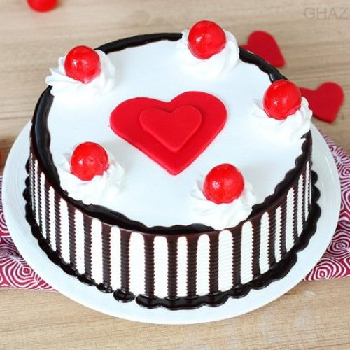 https://media.bakingo.com/sites/default/files/styles/product_image/public/black-forest-with-heart-cake-in-ghaziabad-cake0946flav-a.jpg?tr=h-500,w-500