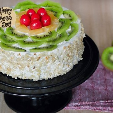 https://media.bakingo.com/sites/default/files/styles/product_image/public/boss-day-kiwi-cake-cake906frui-A.jpg?tr=h-360,w-360