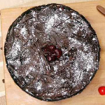 https://media.bakingo.com/sites/default/files/styles/product_image/public/choco-black-forest-cake-cake888blac-B.jpg?tr=h-360,w-360