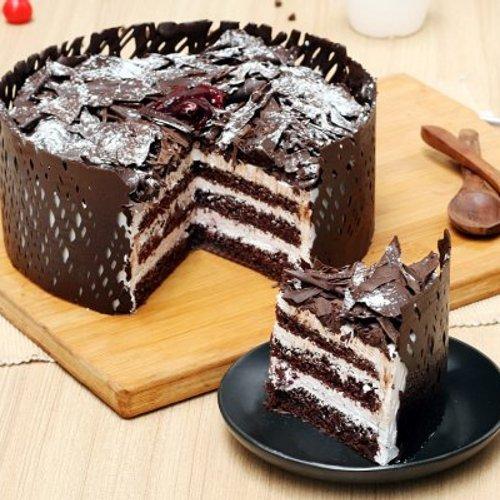 https://media.bakingo.com/sites/default/files/styles/product_image/public/choco-black-forest-cake-cake888blac-C.jpg?tr=h-500,w-500