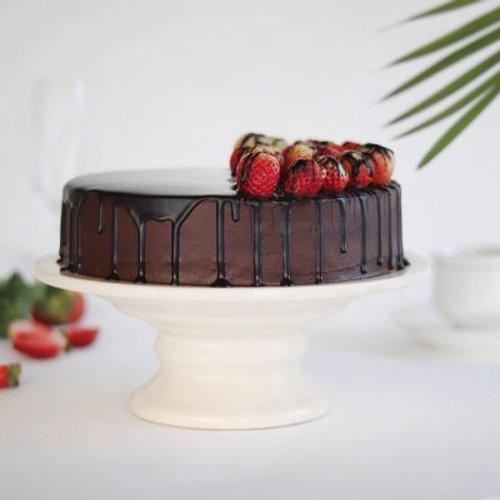 https://media.bakingo.com/sites/default/files/styles/product_image/public/choco-strawberry-cake-cake1729chst-C.jpg?tr=h-500,w-500