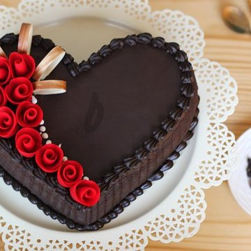 https://media.bakingo.com/sites/default/files/styles/product_image/public/choco-truffle-heart-shape-cake-in-gurgaon-cake0816flav-a.jpg?tr=h-360,w-360