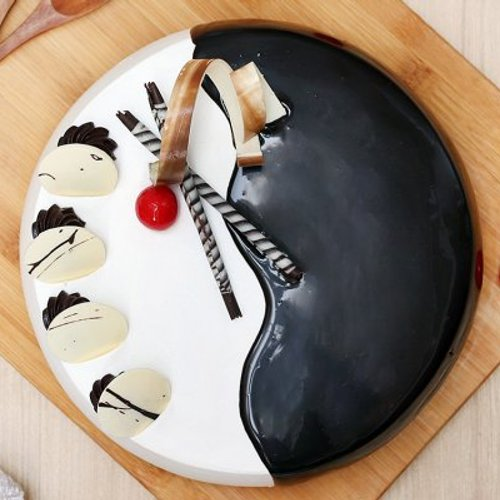 https://media.bakingo.com/sites/default/files/styles/product_image/public/choco-vanilla-cake-2-noida-cake1013chva-B.jpg?tr=h-500,w-500