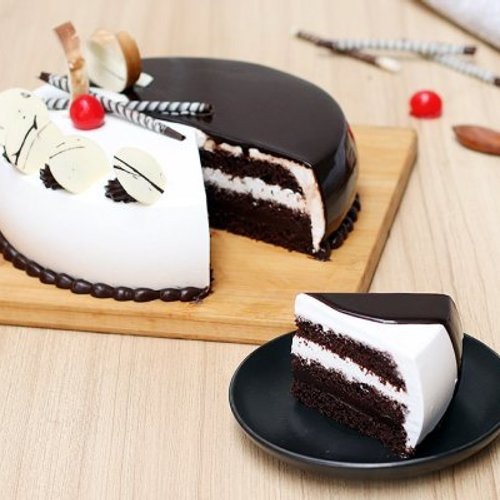 https://media.bakingo.com/sites/default/files/styles/product_image/public/choco-vanilla-cake-2-noida-cake1013chva-C.jpg?tr=h-500,w-500