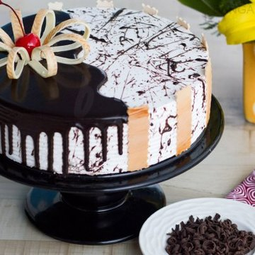 https://media.bakingo.com/sites/default/files/styles/product_image/public/choco-vanilla-cake-in-bangalore-cake0979flav-a.jpg?tr=h-360,w-360