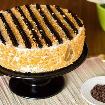 https://media.bakingo.com/sites/default/files/styles/product_image/public/chocolate-butterscotch-cake-in-gurgaon-cake0808flav-a.jpg?tr=h-360,w-360