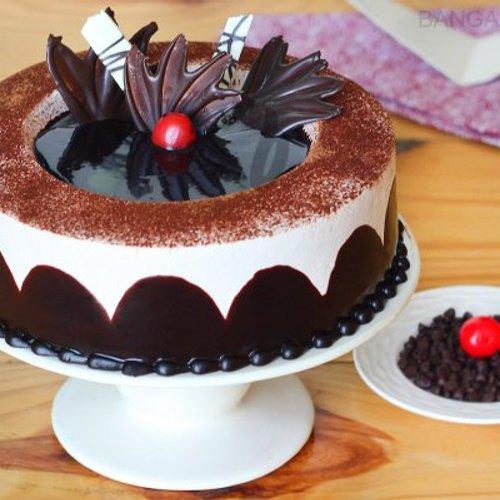 https://media.bakingo.com/sites/default/files/styles/product_image/public/chocolate-light-cake-in-bangalore-cake1018flav-a.jpg?tr=h-500,w-500