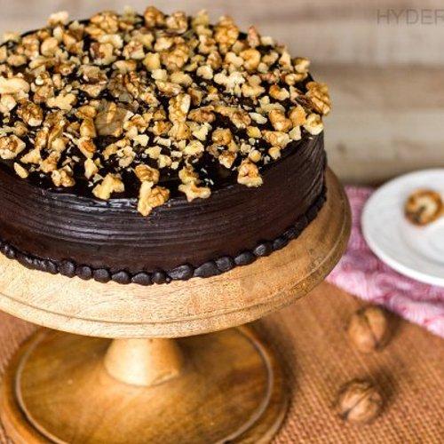 https://media.bakingo.com/sites/default/files/styles/product_image/public/chocolate-nut-cake-in-hyderabad-cake1153flav-a.jpg?tr=h-500,w-500
