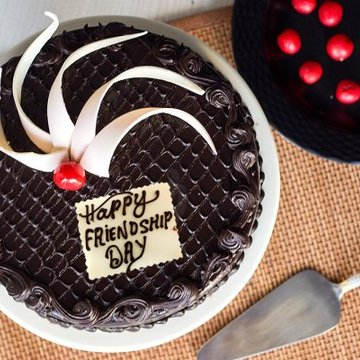 https://media.bakingo.com/sites/default/files/styles/product_image/public/chocolate-passion-friendship-day-cake-C.jpg?tr=h-360,w-360