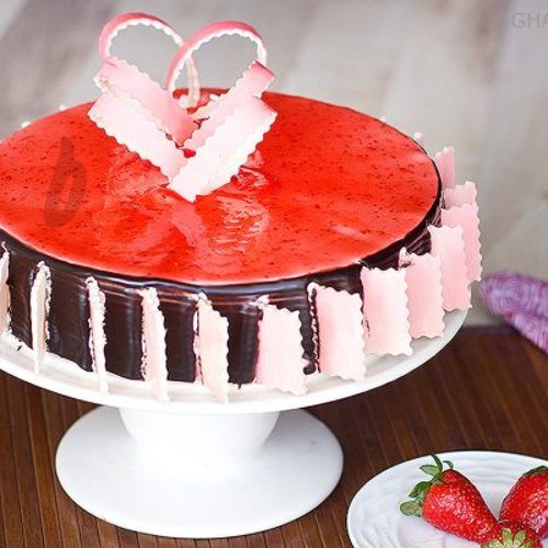 https://media.bakingo.com/sites/default/files/styles/product_image/public/chocolate-strawberry-cake-in-ghaziabad-cake0834flav-a.jpg?tr=h-500,w-500