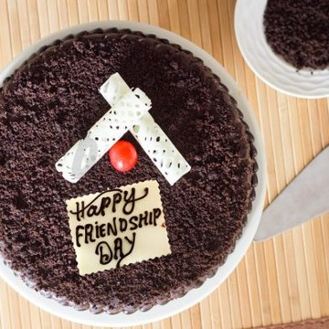 https://media.bakingo.com/sites/default/files/styles/product_image/public/chocolaty-affair-friendship-day-cake-C.jpg?tr=h-360,w-360