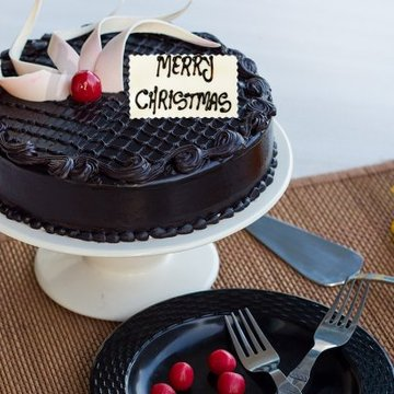 https://media.bakingo.com/sites/default/files/styles/product_image/public/chocolicious-christmas-A-cake0216chtr.jpg?tr=h-360,w-360