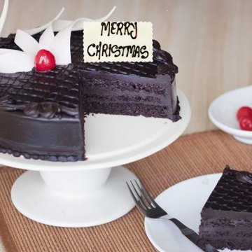 https://media.bakingo.com/sites/default/files/styles/product_image/public/chocolicious-christmas-B-cake0216chtr.jpg?tr=h-360,w-360