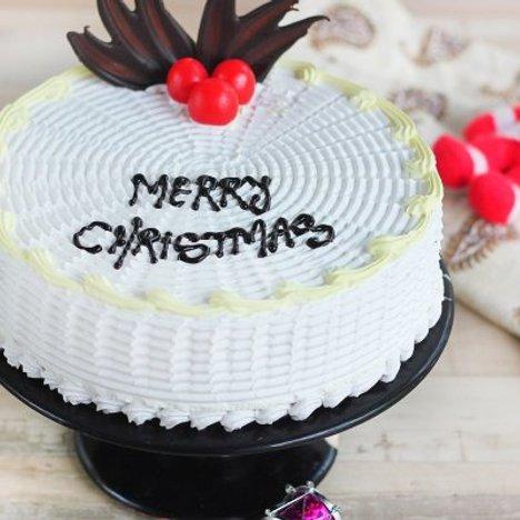 Round-Shaped Vanilla Christmas Cake