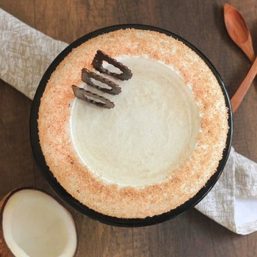 https://media.bakingo.com/sites/default/files/styles/product_image/public/coconut-cake-in-noida-cake1104flav-c.jpg?tr=h-500,w-500