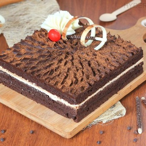 https://media.bakingo.com/sites/default/files/styles/product_image/public/coffee-chocolate-cake-in-hyderabad-cake1176flav-a.jpg?tr=h-500,w-500