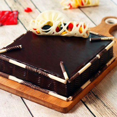 https://media.bakingo.com/sites/default/files/styles/product_image/public/couverture-chocolate-square-cake-cake819mang-A.jpg?tr=h-500,w-500