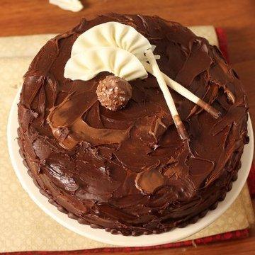 https://media.bakingo.com/sites/default/files/styles/product_image/public/couverture-hazelnut-chocolate-cake-cake1537choc-C.jpg?tr=h-360,w-360