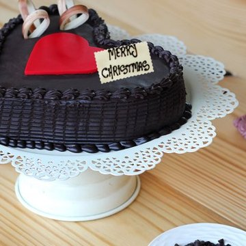 https://media.bakingo.com/sites/default/files/styles/product_image/public/cozy-christmas-vibes-B-cake0233hcho.jpg?tr=h-360,w-360