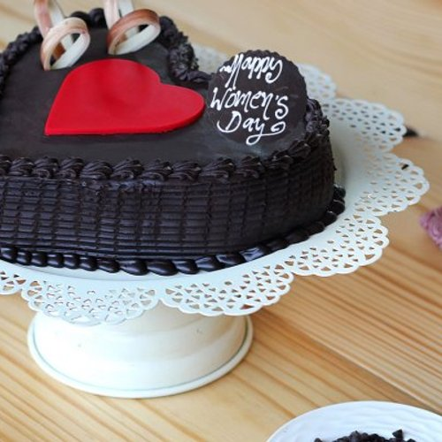 https://media.bakingo.com/sites/default/files/styles/product_image/public/double-heart-choco-truffle-cake-B_1.jpg?tr=h-500,w-500