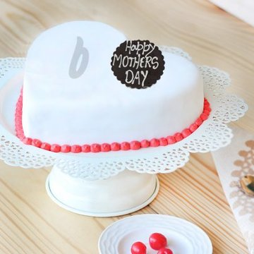 https://media.bakingo.com/sites/default/files/styles/product_image/public/dream-come-true-a-mothers-day-special-cake-B_0.jpg?tr=h-360,w-360