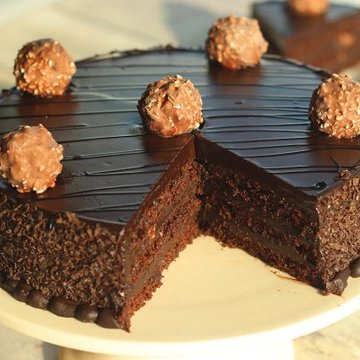https://media.bakingo.com/sites/default/files/styles/product_image/public/ferrero-rocher-chocolate-cake-cake1259choc-D.jpg?tr=h-360,w-360