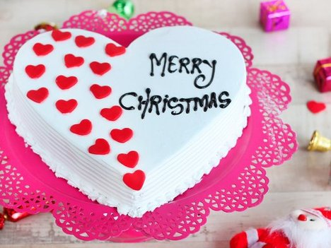 Heart-Shaped Vanilla Christmas Cake