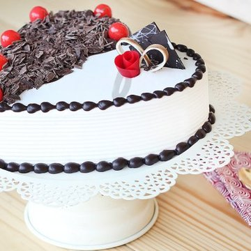 https://media.bakingo.com/sites/default/files/styles/product_image/public/front-side-view-of-heart-shaped-black-forest-vanilla-cake-in-delhi-cake0781flav-c.jpg?tr=h-360,w-360