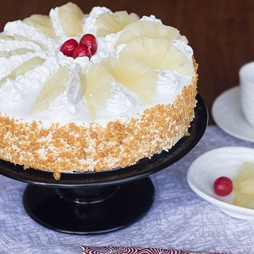 https://media.bakingo.com/sites/default/files/styles/product_image/public/hawaiian-pineapple-cake-in-gurgaon-cake0789flav-a.jpg?tr=h-360,w-360