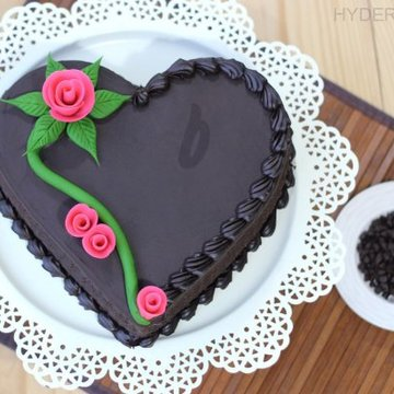 https://media.bakingo.com/sites/default/files/styles/product_image/public/heart-shape-chocolate-cake-in-hyderabad-cake1171flav-a.jpg?tr=h-360,w-360