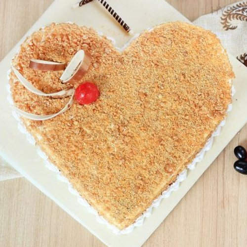 https://media.bakingo.com/sites/default/files/styles/product_image/public/heart-shaped-butterscotch-cake-1-in-hyderabad-cake864butt-B.jpg?tr=h-500,w-500