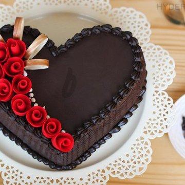 https://media.bakingo.com/sites/default/files/styles/product_image/public/heart-shaped-choco-truffle-cake-in-hyderabad-cake1164flav-a.jpg?tr=h-360,w-360