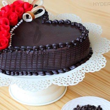 https://media.bakingo.com/sites/default/files/styles/product_image/public/heart-shaped-choco-truffle-cake-in-hyderabad-cake1164flav-b.jpg?tr=h-360,w-360