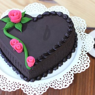 https://media.bakingo.com/sites/default/files/styles/product_image/public/heart-shaped-chocolate-cake-in-delhi-cake0783flav-b.jpg?tr=h-360,w-360