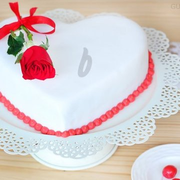 https://media.bakingo.com/sites/default/files/styles/product_image/public/heart-shaped-fondant-vanilla-cake-in-ghaziabad-cake0976flav-c.jpg?tr=h-360,w-360