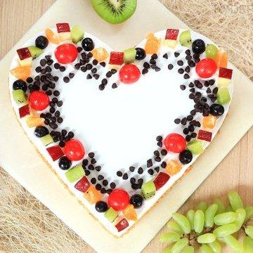 https://media.bakingo.com/sites/default/files/styles/product_image/public/heart-shaped-fruit-cake-1-in-hyderabad-cake1186flav-b.jpg?tr=h-360,w-360