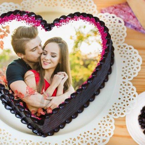 https://media.bakingo.com/sites/default/files/styles/product_image/public/heart-shaped-photo-cake-phot1130flav-A.jpg?tr=h-500,w-500