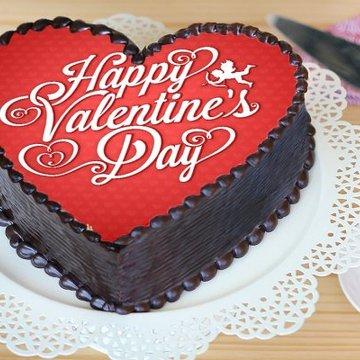 https://media.bakingo.com/sites/default/files/styles/product_image/public/heart-shaped-valentine-poster-cake-phot1136flav-B.jpg?tr=h-360,w-360