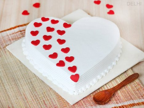 Romantic Break - Heart Shaped Vanilla Cake in Delhi