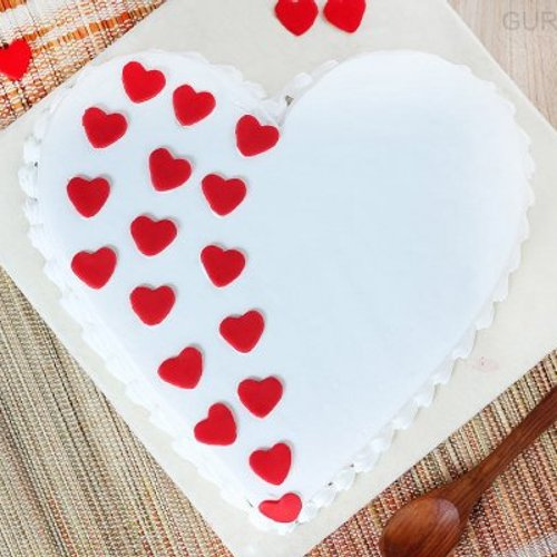 https://media.bakingo.com/sites/default/files/styles/product_image/public/heart-shaped-vanilla-cake-1-in-gurgaon-cake0923flav-b.jpg?tr=h-500,w-500