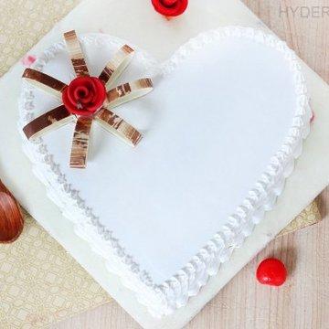 https://media.bakingo.com/sites/default/files/styles/product_image/public/heart-shaped-vanilla-cake-3-in-hyderabad-cake1191flav-a.jpg?tr=h-360,w-360