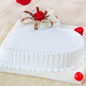 https://media.bakingo.com/sites/default/files/styles/product_image/public/heart-shaped-vanilla-cake-3-in-hyderabad-cake1191flav-c.jpg?tr=h-360,w-360