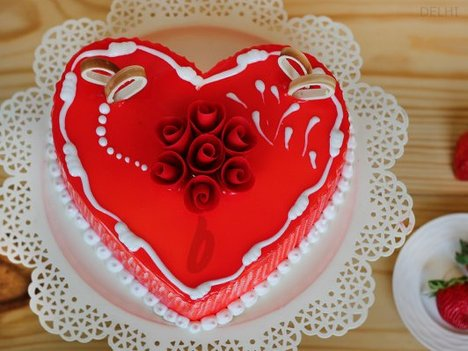 Heart Shaped Vanilla Strawberry Cake in Delhi