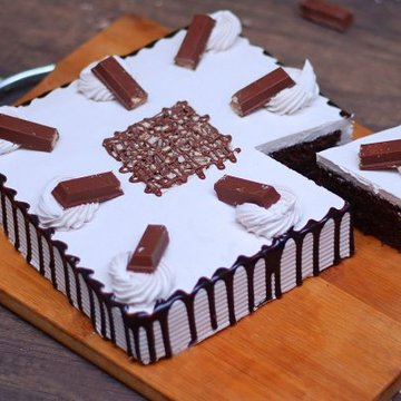 https://media.bakingo.com/sites/default/files/styles/product_image/public/kitkat-black-forest-cake-cake1237chbl-C.jpg?tr=h-360,w-360