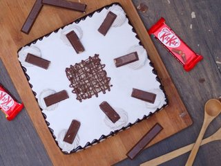 Top View of Chocolatey KitKat Cake in Delhi